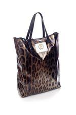 Здравствуйте, Елена! Размеры интересующей Вас сумки: высота - 42 см, ширина - 33 см, глубина - 11 см, высота ручек - 19 см. С уважением, Justmoda!
