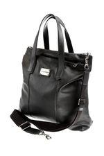 Здравствуйте!Эта сумка имеет размеры:высота 40 см,ширина 41 см,глубина по дну 11 см .Формат А4 имеет размеры 28 на 21 см. С Уважением Служба поддержки клиентов интернет магазина модной одежды и обуви JUSTMODA.RU