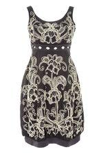 Платье JULIA PANDAVA из тонкого , ровного коттона с вышивкой ручной работы.Изготовлено оно в Индонезии для продаж в Европе.