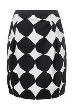 Здравствуйте!Длина интересующей вас юбки LIVIANA CONTI - 54 см.С уважением, служба поддержки клиентов JUSTMODA.RU
