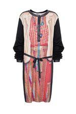 Здравствуйте!Данная модель Платье VENERA ARAPU соответствует размерной сетке, не маломерит.На сайте указаны итальянские размеры, соответствие российским +2.Т.Е это платье=40 российский.С уважением, служба поддержки клиентов JUSTMODA.RU