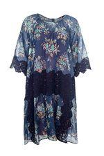 Заказала это платье TWIN-SET в вашем интернет магазине, так как перед отпуском в поисках вещей бегать было некогда, размер подошел,оно  даже немного свободновато оказалось что еще и порадовало. Ничего кроме него на отдыхе надевать не хотелось  так как платье легкое, воздушное, комфортное и приятное к телу! Если есть что-то подобное готова скупить все! Спасибо Вам ! Людмила Алексеевна.