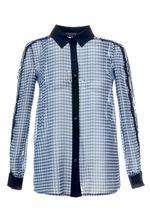Добрый день. Рубашка в клетку лучше всего сочетается любыми джинсовыми низами, например, с джинсами модели skinny, шортами и юбками.